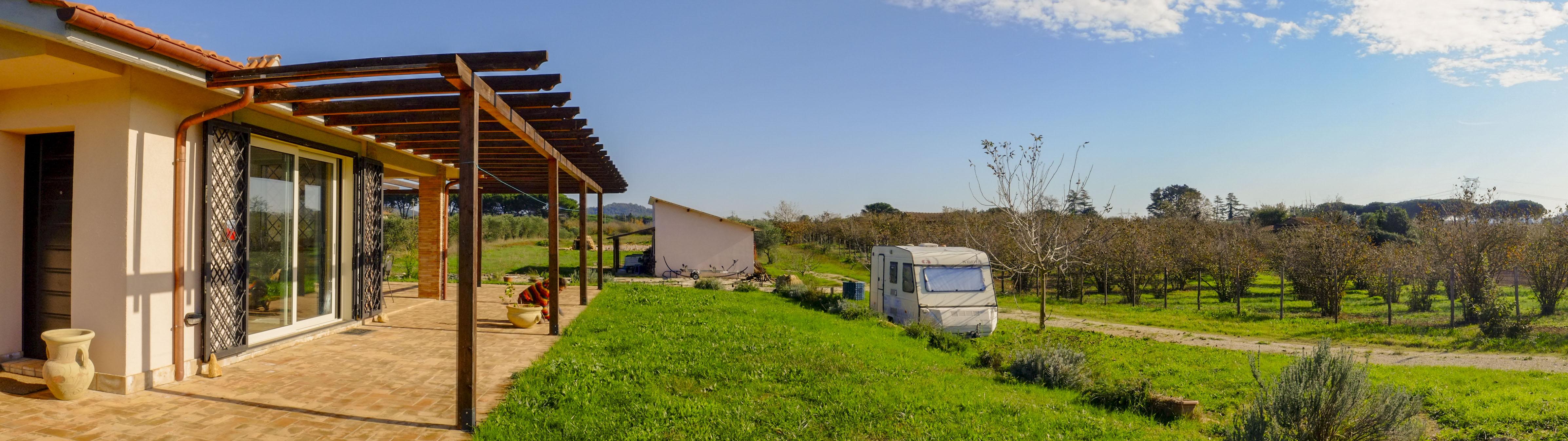 Panoramica dall'ingresso dell'azienda agricola biologica Il Giardino di Proserpina